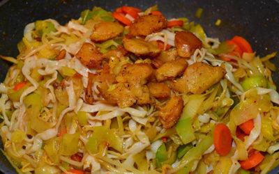 Vegane Asia-Pfanne mit Hähnchen – kalorienarm